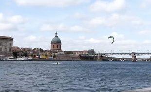 Paul et Etienne ont fait du kitesurf sur la Garonne le 23 septembre dernier.