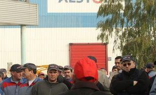 Petite-Forêt, le 13 octobre 2010, devant l'entrée de l'usine Alsto