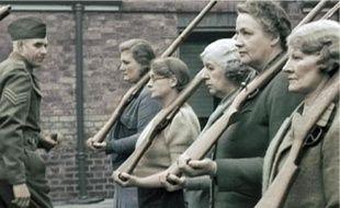 Royaume-Uni, 1940 : entraînement de femmes pour la défense civile (épisode 2).