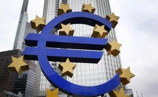 La corruption coûte chaque année près de 120 milliards d'euros à l'économie de l'Union européenne, selon un rapport publié lundi par la Commission européenne, qui fait la liste des secteurs où la situation pourrait être améliorée.