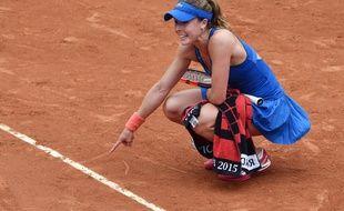 Alizé Cornet conteste un point lors de son 8e de finale contre Svitolina, à Roland-Garros, le 31 mai 2015.