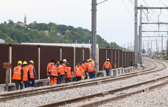 Plusieurs cheminots étaient réunis pour la fin des travaux du bouchon ferroviaire de Bordeaux