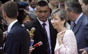 La veuve du juge français Bernard Borrel, retrouvé mort en 1995 à Djibouti, a été reçue mardi par le président Nicolas Sarkozy qui s'est engagé, selon un avocat de Mme Borrel, à l'aider dans ce dossier qui prend des allures d'affaire d'Etat.
