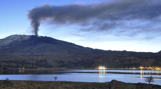 Chili: Le volcan Copahue menace, plus de 2.000 personnes évacuées