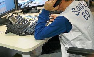 En semaine, le Samu du Rhône reçoit en moyenne 1 000 appels chaque jour.