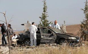 Intervention de la police scientifique à Ankara après que deux kamikazes aient déclenché des bombes.