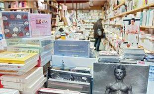 Le Central a fermé en octobre. Sa transformation en bijouterie a provoqué une onde de choc. La librairie, installée depuis 1983, attire les familles le week-end. Le Spyce a ouvert il y a un mois à la place d'un club emblématique.