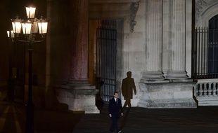 Paris, le 7 mai 2017. Emmanuel Macron, élu président de la République, fait son entrée sur l'Esplanade du Louvre.