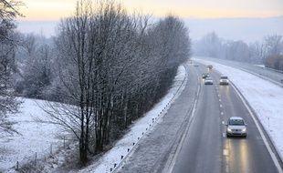 Illustration neige sur l'autoroute.