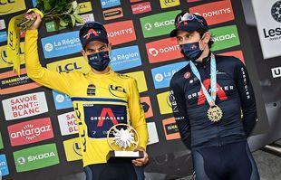 L'Australien Richie Porte et le Britannique Geraint Thomas d'Ineos Grenadiers sur le podium de la dernière étape de la 73e édition du Criterium du Dauphine, le 06 juin 2021, aux Gets.