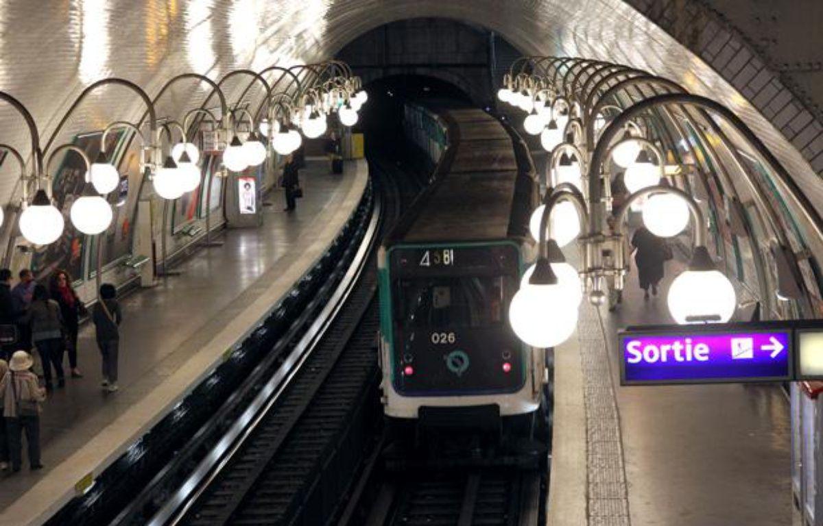 La station Cité, dans le métro parisien, en mars 2012. – JACQUES DEMARTHON/AFP