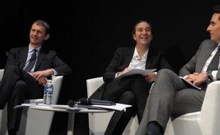 Le fondateur d'Iliad Xavier Niel, au centre, son PDG Maxime Lombardini (g) et le directeur financier du groupe, Thomas Reynaud (d), le 10 mars 2014 à Paris