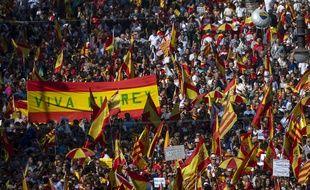 Des manifestants anti-indépendance de la Catalogne ont manifesté à Barcelone le 27 octobre 2019.