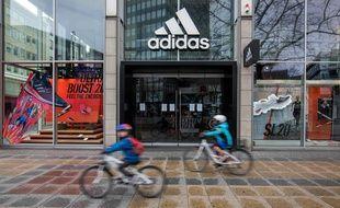 Une boutique Adidas à Berlin, le 29 mars 2020.