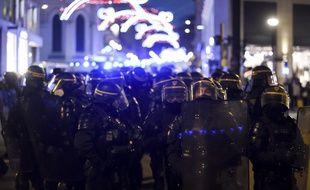 Des policiers lors de la manifestation du 5 décembre à Nantes