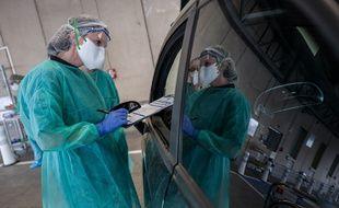 Un drive pour se faire tester pour le coronavirus à Purpan à Toulouse.