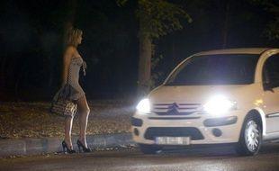 Plusieurs associations se sont réunies vendredi à Paris pour demander aux candidats à la présidentielle l'adoption d'une loi d'abolition de la prostitution, le jour anniversaire de la loi Marthe Richard sur la fermeture des maisons closes.
