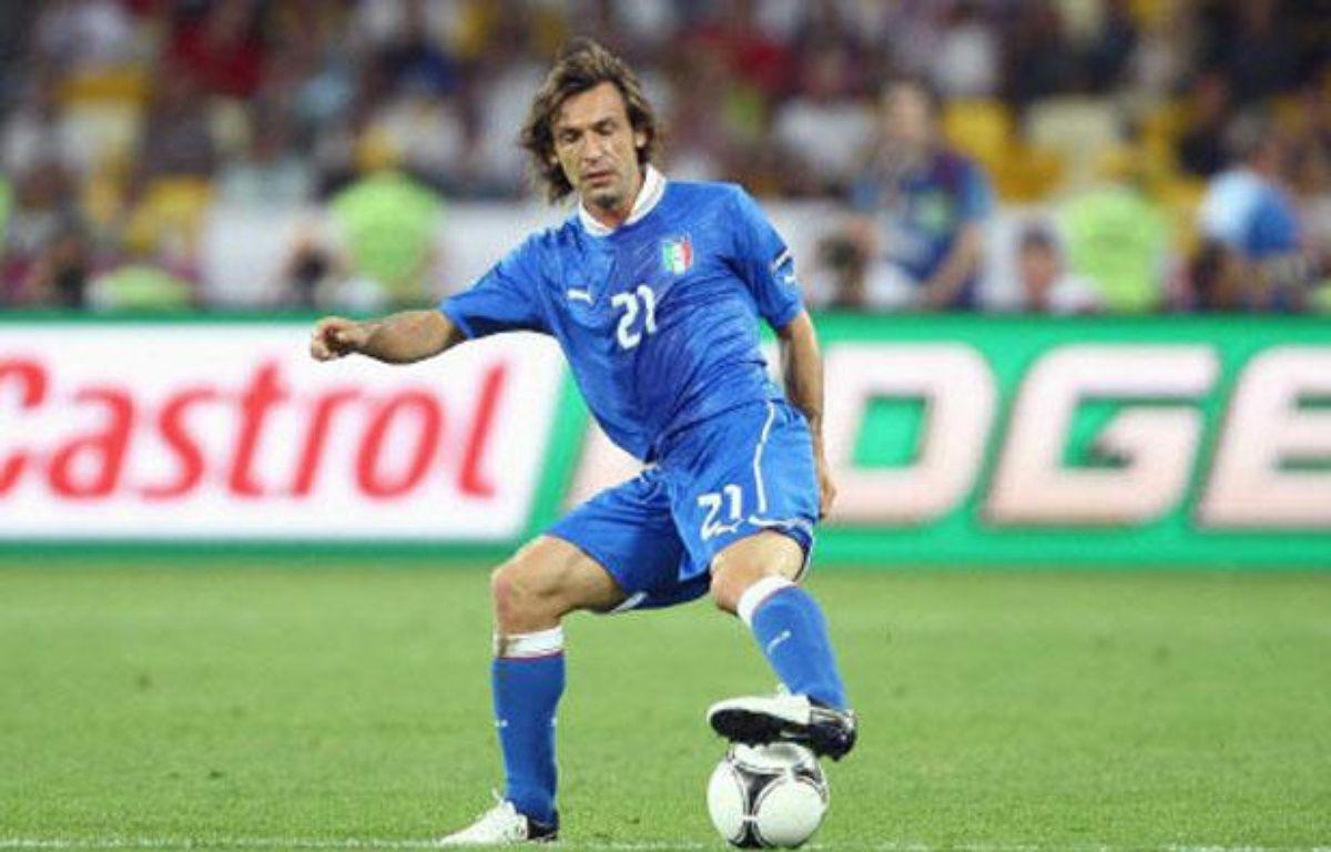 Andrea Pirlo dans ses oeuvres lors du quart de finale de l'Euro 2012 entre l'Italie et l'Angleterre. – PHIL OLDHAM/COLORSPORT/SIPA