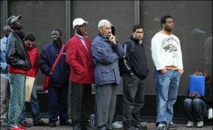 La demande d'asile a baissé en France en 2006 (-33,6%) pour la troisième année consécutive, même si l'Hexagone reste la première destination des demandeurs d'asile en Europe, révèle mardi le rapport d'activité 2006 de l'Office français de protection des réfugiés et apatrides (Ofpra).