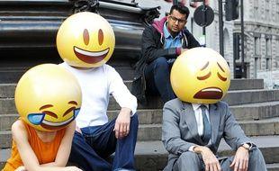 Des personnes déguisées en emojis à Londres, le 19 mai 2015.