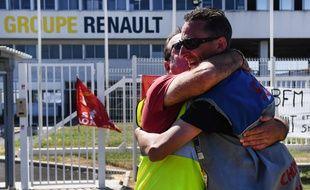 Vendredi, les salariés de la Fonderie de Bretagne ont laissé exploser leur joie après après avoir appris que leur usine ne fermera pas.