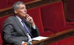 Henri Guaino assis sur les bancs de l'Assemblée nationale, le 18 septembre 2013