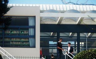 Le proviseur du lycée de Grasse est revenu dans son établissement, trois semaines après avoir été blessé lors de la fusillade.