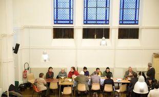 Paris le 2 fevrier 2012. Eglise St Joseph rue d'Arbois. Petit dejeuner avec des SDF organise par l'association Hiver Solidaire. Accueil, partage, convivialite avec les benevoles de paroisse.