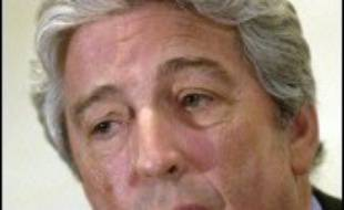 """Le président du Paris SG, Alain Cayzac, a jugé vendredi """"dramatique"""" la mort d'un supporteur parisien jeudi soir, tué par balle par un policier, assurant avoir """"honte"""", ajoutant qu'il ne pensait pas que le Paris SG était """"plus violent qu'un autre"""" club."""