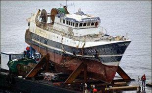"""Le juge chargé de l'enquête sur le naufrage du Bugaled Breizh a indiqué jeudi aux familles des victimes que la thèse d'un accrochage avec un sous-marin était """"la plus plausible"""" pour expliquer l'accident, a annoncé jeudi l'avocat des familles après une réunion avec le magistrat."""