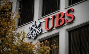 La justice française inflige à la banque suisse UBS, accusée de blanchiment aggravé de fraude fiscale, une amende de 1,1 milliard d'euros