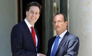 """Le chef du parti travailliste britannique, Ed Miliband, a affirmé mardi que lui et François Hollande étaient """"préoccupés"""" par la situation dans la zone euro et qu'il y avait """"urgence"""" à trouver des solutions."""