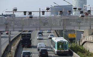 Le Medef Ile-de-France a demandé, lundi 29 septembre, l'abrogation dans cette région du péage de transit poids lourds, qui doit succéder à l'écotaxe début 2015.