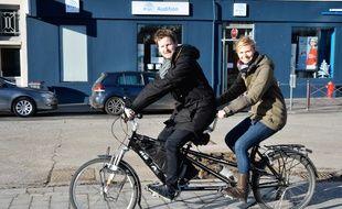 Alexis Baratte et Emilie Dubus vont se rendre au Cambodge en vélo pour apporter des lunettes.