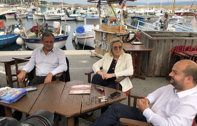 Thierry Mariani, Marine Le Pen et David Rachline sur le port du Brusc (Var), ce jeudi.