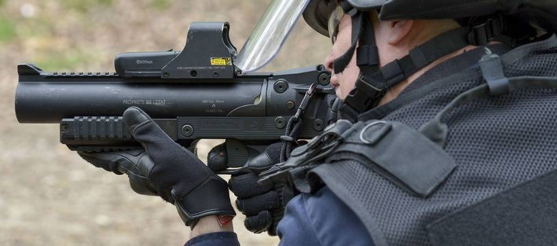 Un lanceur de balle de defense (LBD) de la police nationale. (Illustration)