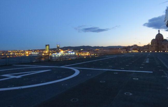 Le pont d'envol, d'où partent les hélicoptères.