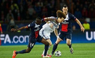 David Luiz au duel avec Blaise Matuidi, le 5 avril 2014 à Paris.