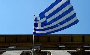 Le drapeau de la Grèce devant l'Ambassade du pays à Berlin, le 29 juin 2015