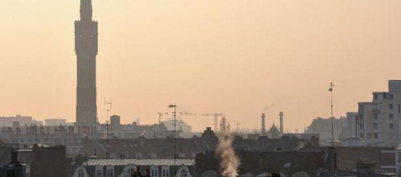 La ville de Lille sous une chape de pollution le 14 mars 2014
