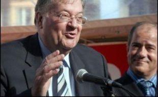 """Georges Frêche, président de la région Languedoc-Roussillon, """"en congé"""" du Parti socialiste, a affirmé, vendredi à Perpignan, faire """"confiance à Ségolène pour être élue (...) parce qu'elle s'est débarrassée de tous les éléphants""""."""