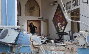 Une femme dans les décombres de son restaurant à Beyrouth, le 5 août 2020.