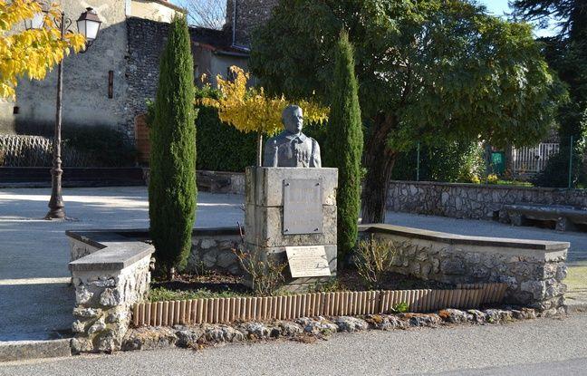 Le buste d'Albert Roche situé sur la place portant le nom du soldat à Réauville (Drôme).