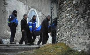 Une avalanche a fait trois morts en Savoie lors de la première coulée meurtrière de la saison hivernale dans les Alpes, a-t-on appris mardi auprès de la gendarmerie.