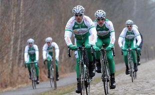 La formation Sojasun lors d'une reconnaissance du Paris-Roubaix, en avril 2013.