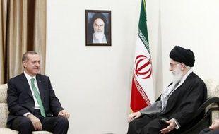 L'Iran et la Turquie ont affiché mercredi leur volonté de porter leurs échanges commerciaux à 30 milliards de dollars en 2015, lors d'une visite du Premier ministre turc Recep Tayyip Erdogan à Téhéran, selon les médias iraniens.