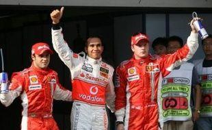Le Britannique Lewis Hamilton (McLaren-Mercedes) occupera dimanche la pole position du Grand Prix de Chine de Formule 1, 16e des 17 épreuves de la saison, après avoir réussi le meilleur temps des qualifications samedi à Shanghai.