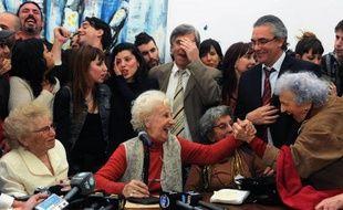 Estela de Carlotto, la présidente des Grand-mères de la place de Mai, qui a retrouvé son petit-fils Guido, 36 ans après la mort de sa mère, le 5 mai 2014 lors d'une conférence de presse à Buenos Aires