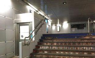 Cet élévateur d'accès à la gare Matabiau, à Toulouse, est régulièrement en panne.