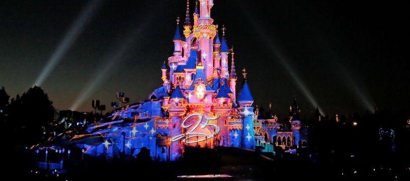 Château de la belle au bois dormant à Disneyland Paris - Illustration.